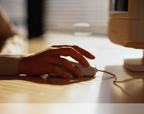 Hand moving the mouse